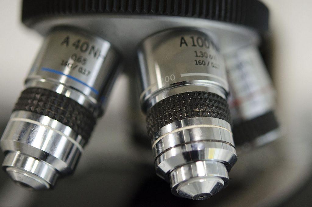 A microscope.