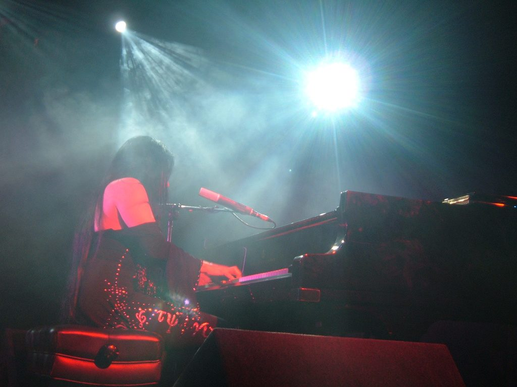 Diamanda Galas in concert.