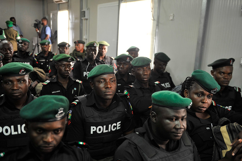 Hands in the hair: Nigerian police and men with dreadlocks - GlobalComment.com